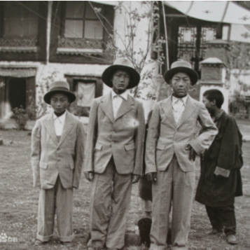 """From """"Old Photographs of Lhasa Fashion in the 1940s"""""""
