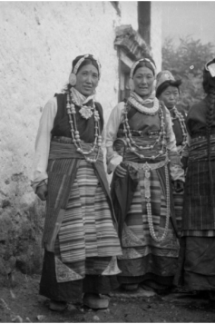 "From ""Old Photographs of Qinghai-Tibet Plateau Women in the Early 20th Century"""